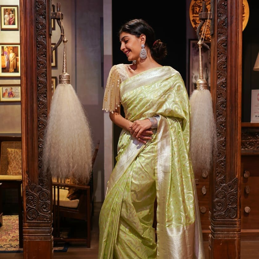 latest-silk-sarees-blouse-designs-14