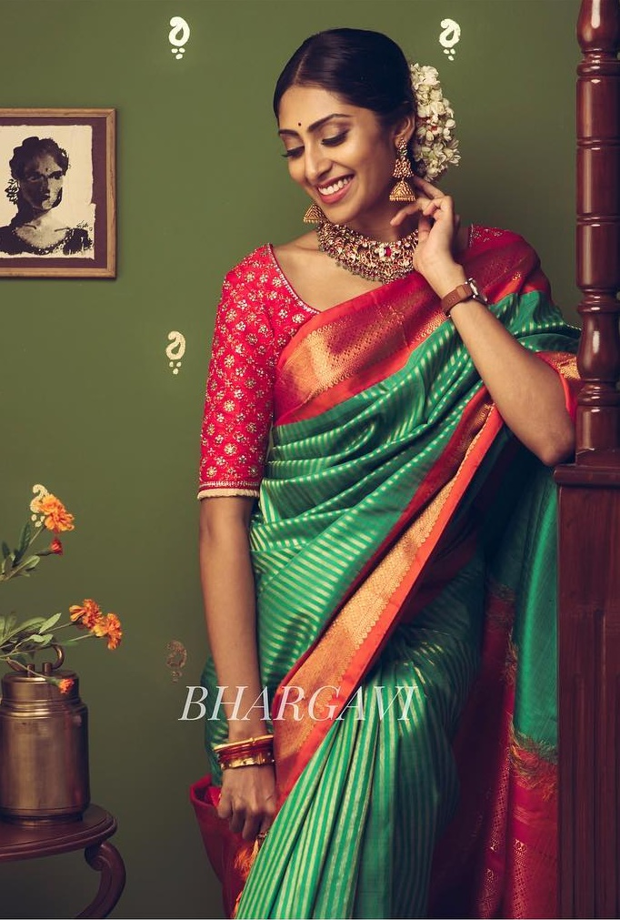 latest-silk-sarees-blouse-designs-feature-image-1