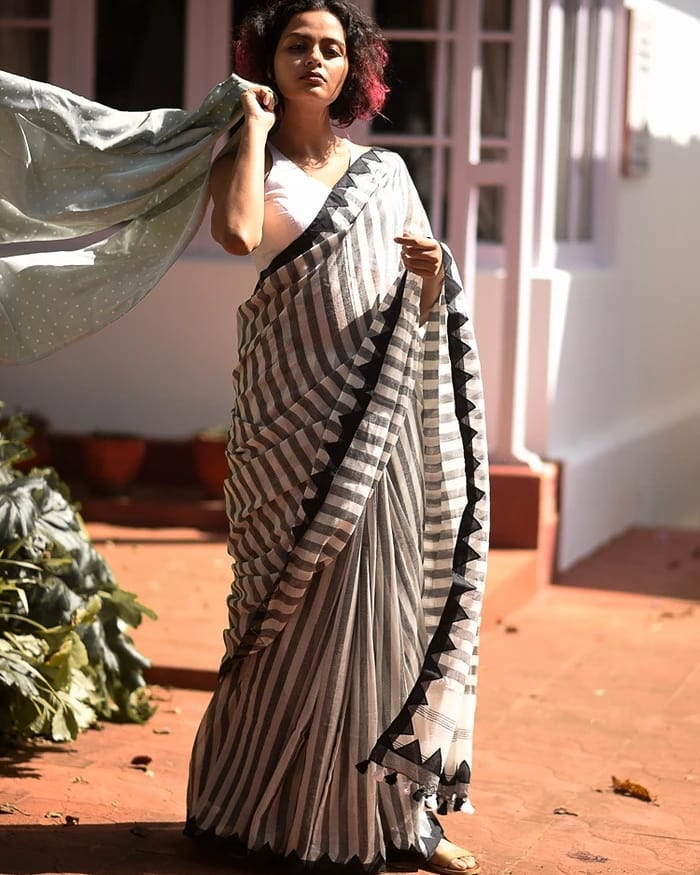 saree-style-with-long-blouse-1