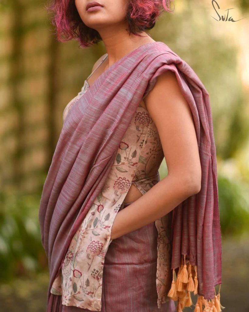 saree-style-with-long-blouse-11
