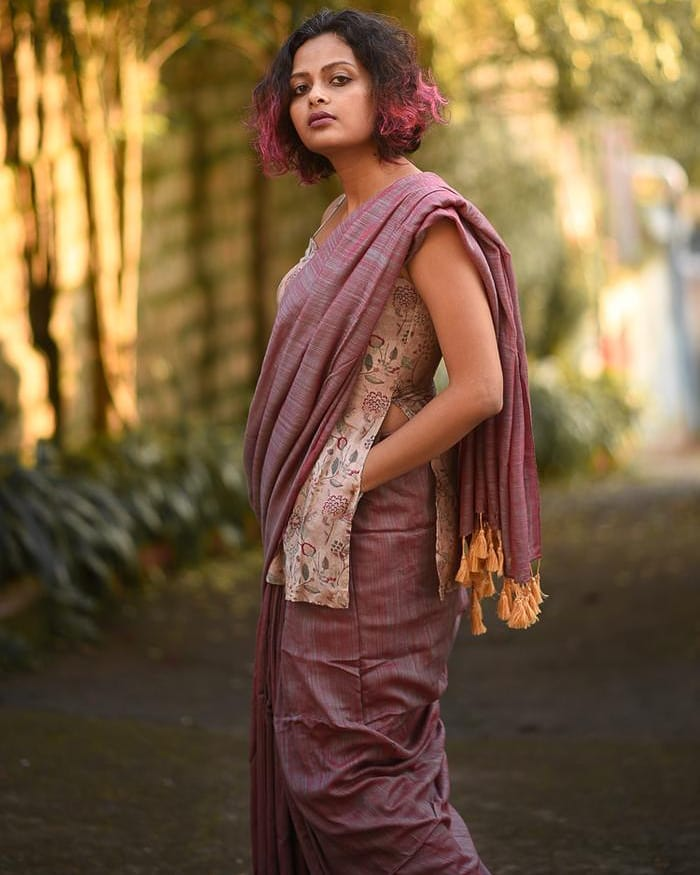 saree-style-with-long-blouse-13