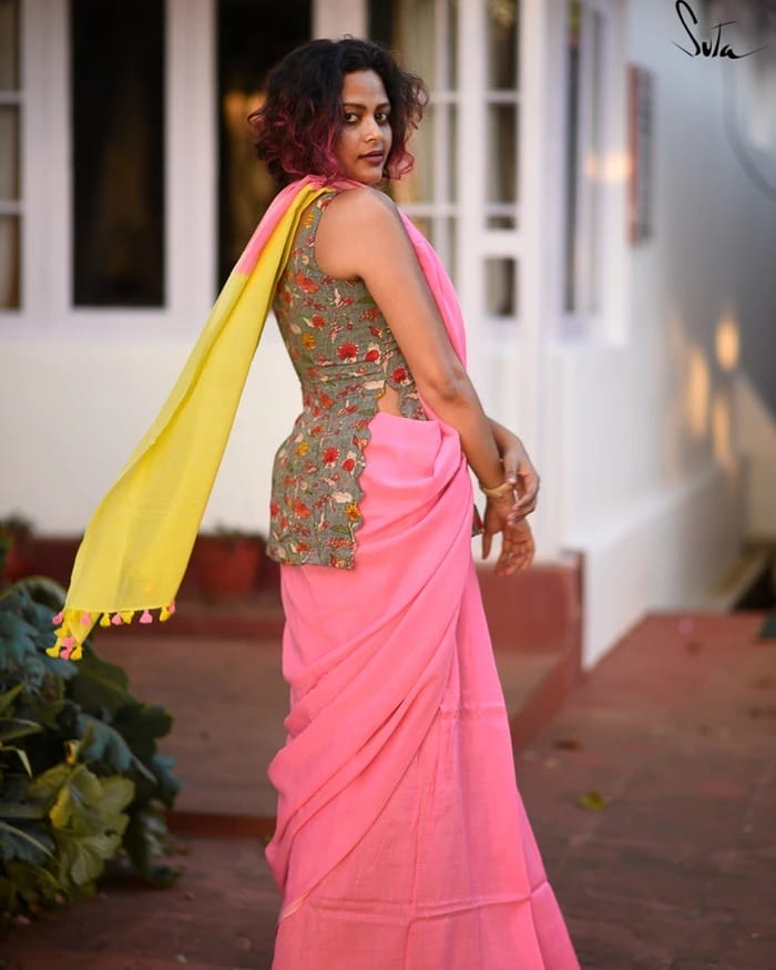 saree-style-with-long-blouse-3