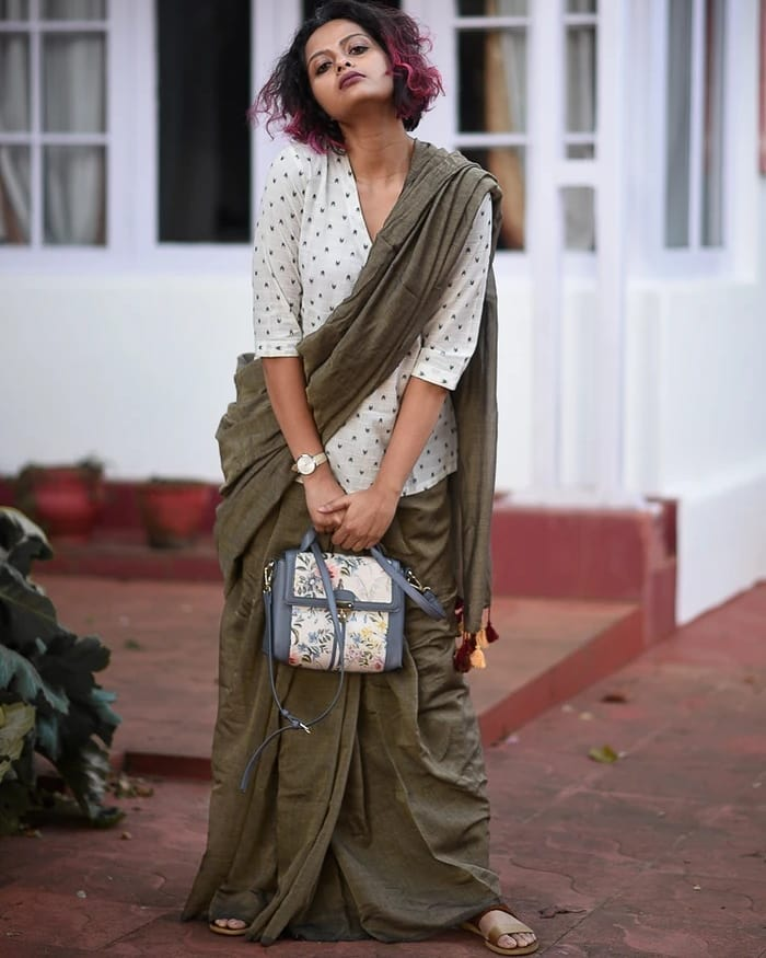 saree-style-with-long-blouse-6