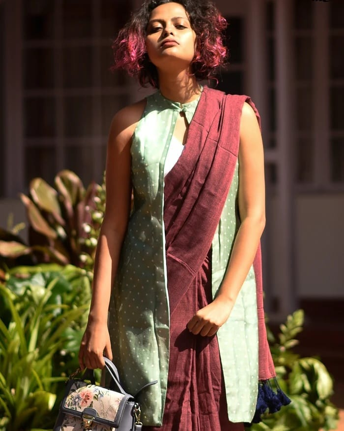 saree-style-with-long-blouse-7