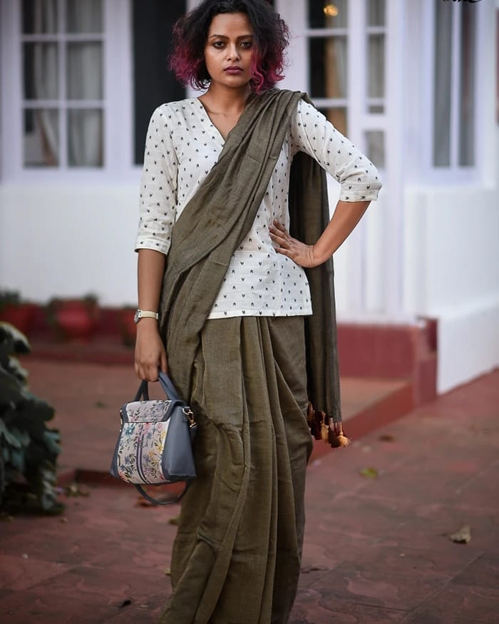 saree-style-with-long-blouse-9