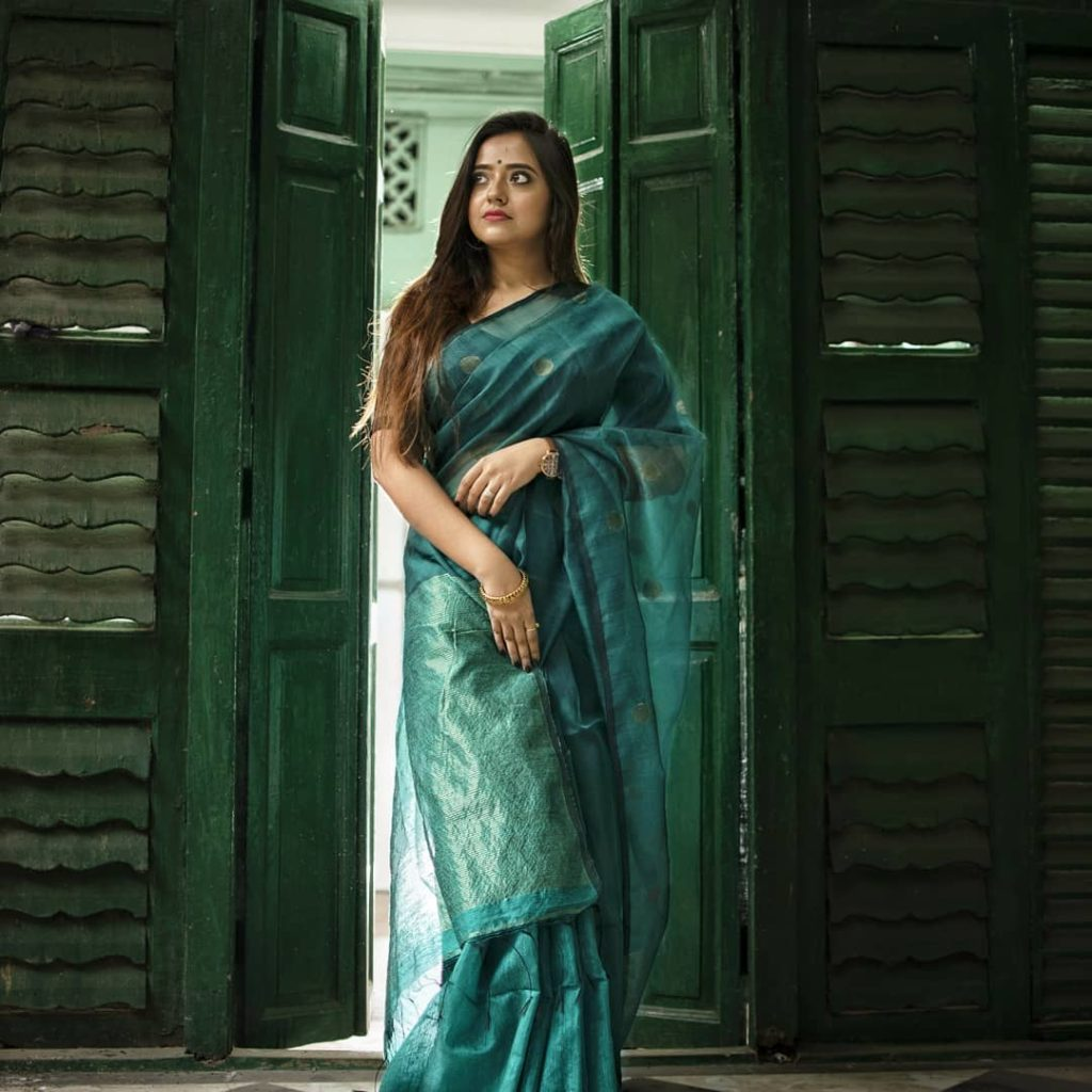 saree-styling-tips-for-plus-size-2
