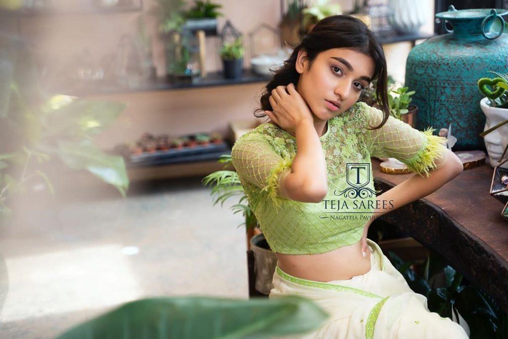 designer-sarees-for-summer-wedding-16