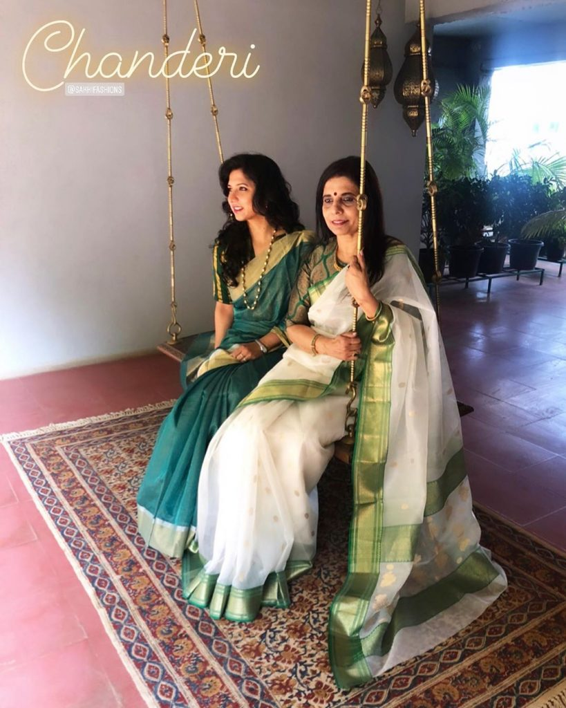 mother-daughter-matching-saree-2