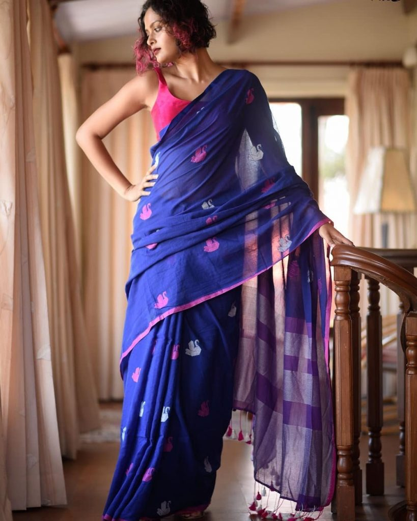 simple-saree-with-contrast-blouse-1