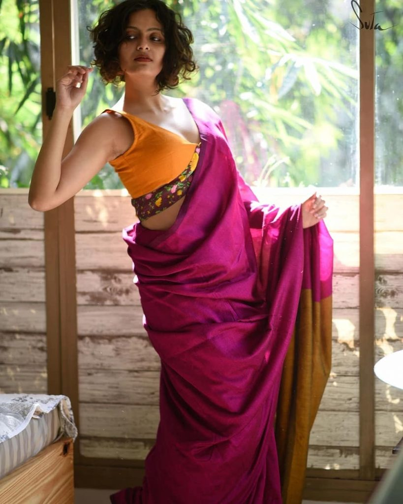 simple-saree-with-contrast-blouse-12