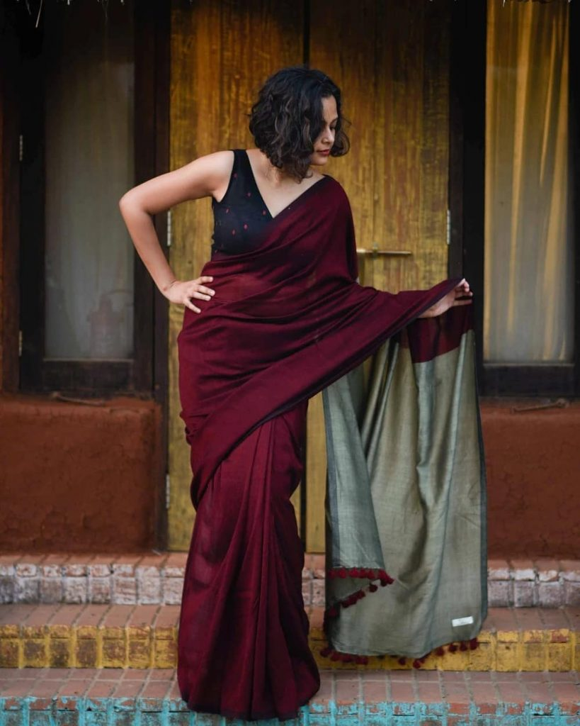 simple-saree-with-contrast-blouse-13