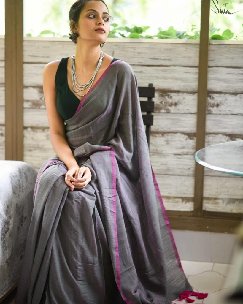 simple-saree-with-contrast-blouse-15
