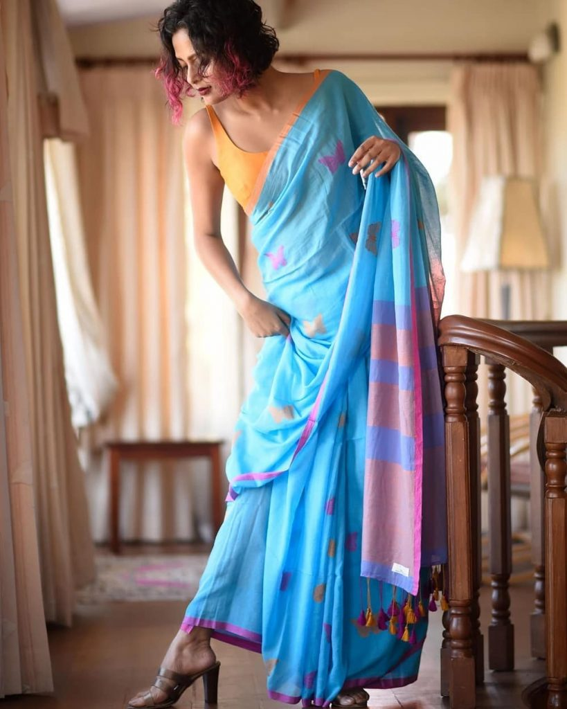 simple-saree-with-contrast-blouse-3