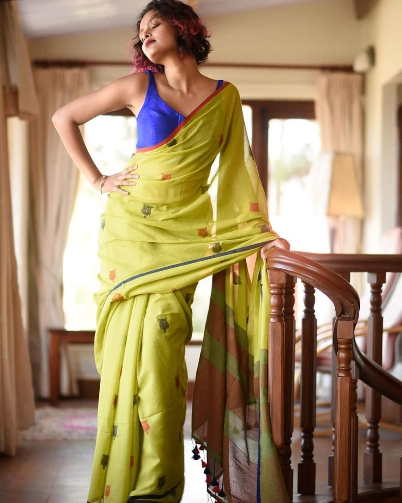 simple-saree-with-contrast-blouse-4