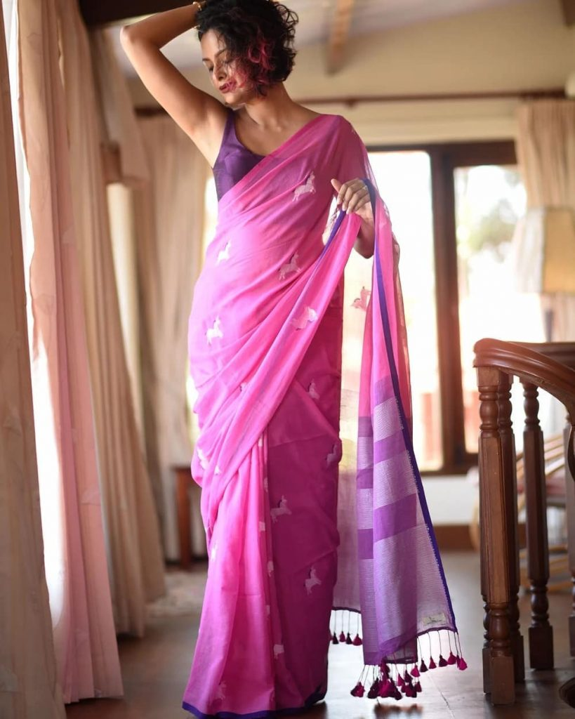 simple-saree-with-contrast-blouse-6