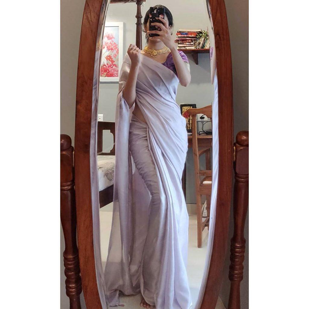 plain-saree-wearing-style-10