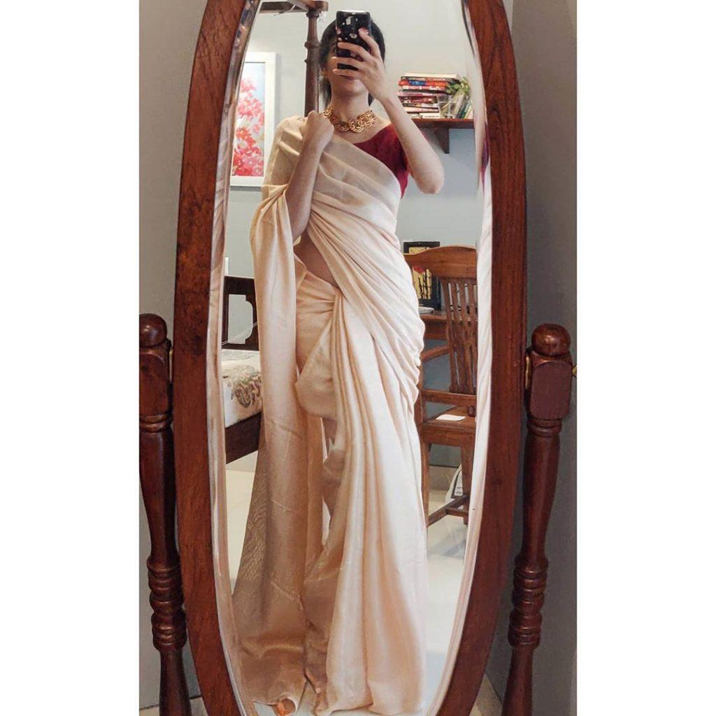 plain-saree-wearing-style-11