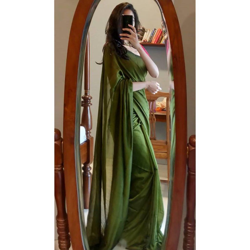 plain-saree-wearing-style-18