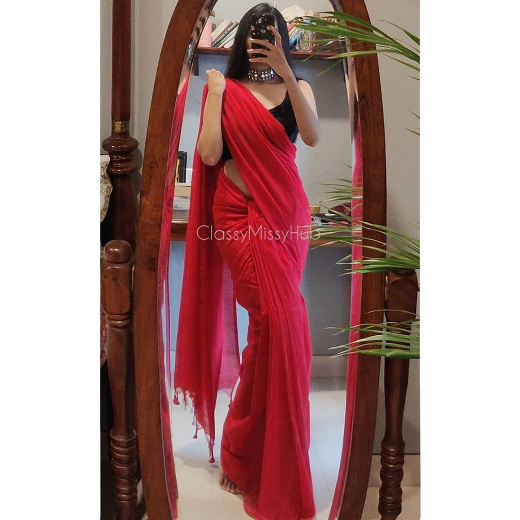 plain-saree-wearing-style-3