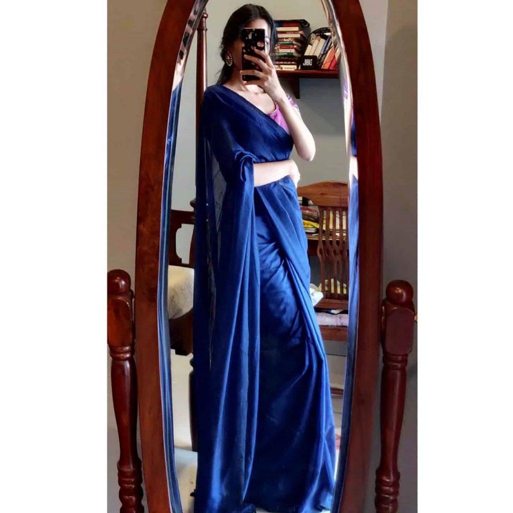 plain-saree-wearing-style-8