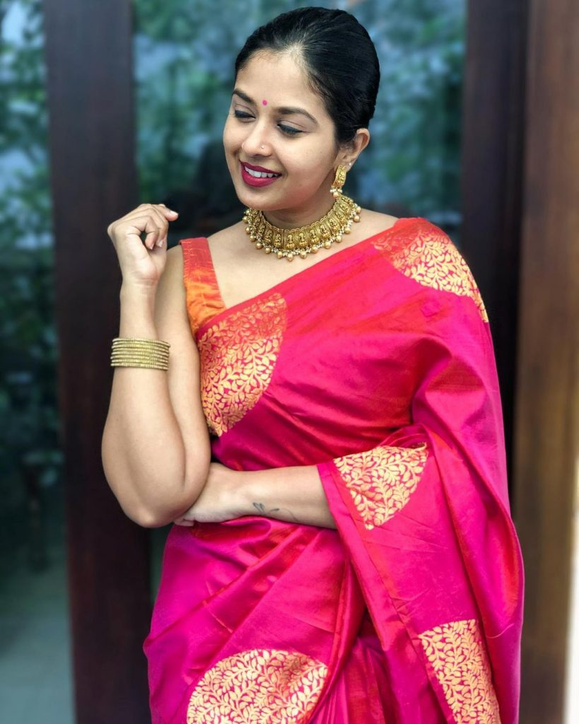 saree-styling-ideas-17